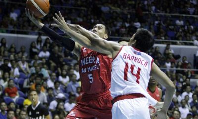 Tiebreaker Times Ginebra pulls off late rally, takes win over Star Basketball News PBA  Tim Cone Star Hotshots PJ Simon PBA Season 41 Othyus Jeffers Mark Barroca LA Tenorio Jason Webb Greg Slaughter Denzel Bowles Barangay Ginebra San Miguel 2016 PBA Commissioners Cup
