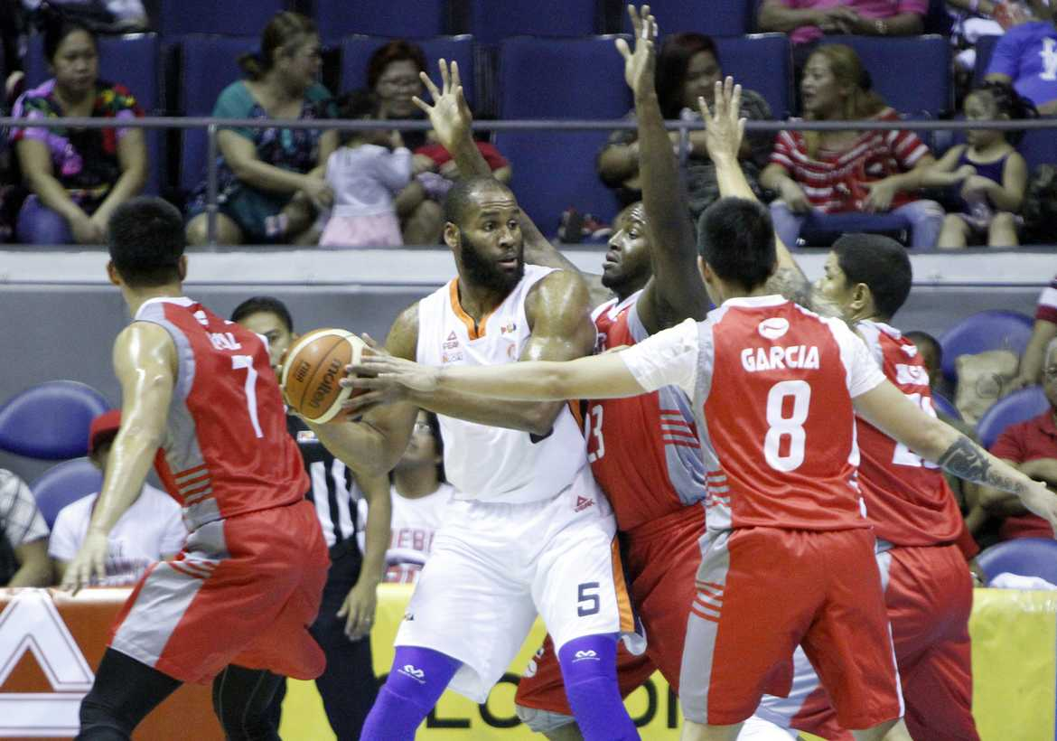 Tiebreaker Times Meralco escapes Phoenix, keeps unblemished record Basketball News PBA  RR Garcia Phoenix Petroleum Fuel Masters PBA Season 41 Norman Black Meralco Bolts Mac Baracael Koi Banal Kenny Adeleke Gary David Chris Newsome Arinze Onuaku 2016 PBA Commissioners Cup