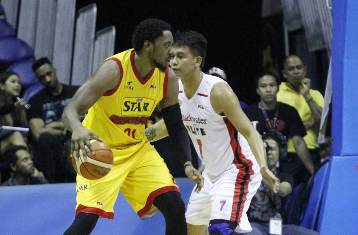 Tiebreaker Times Sharpshooting Star breaks out of slump, edges Blackwater Basketball News PBA  Star Hotshots PBA Season 41 MJ Rhett Leo Isaac JP Erram Jason Webb James Yap Denzel Bowles Carlo Lastimosa Blackwater Elite Allein Maliksi 2016 PBA Commissioners Cup