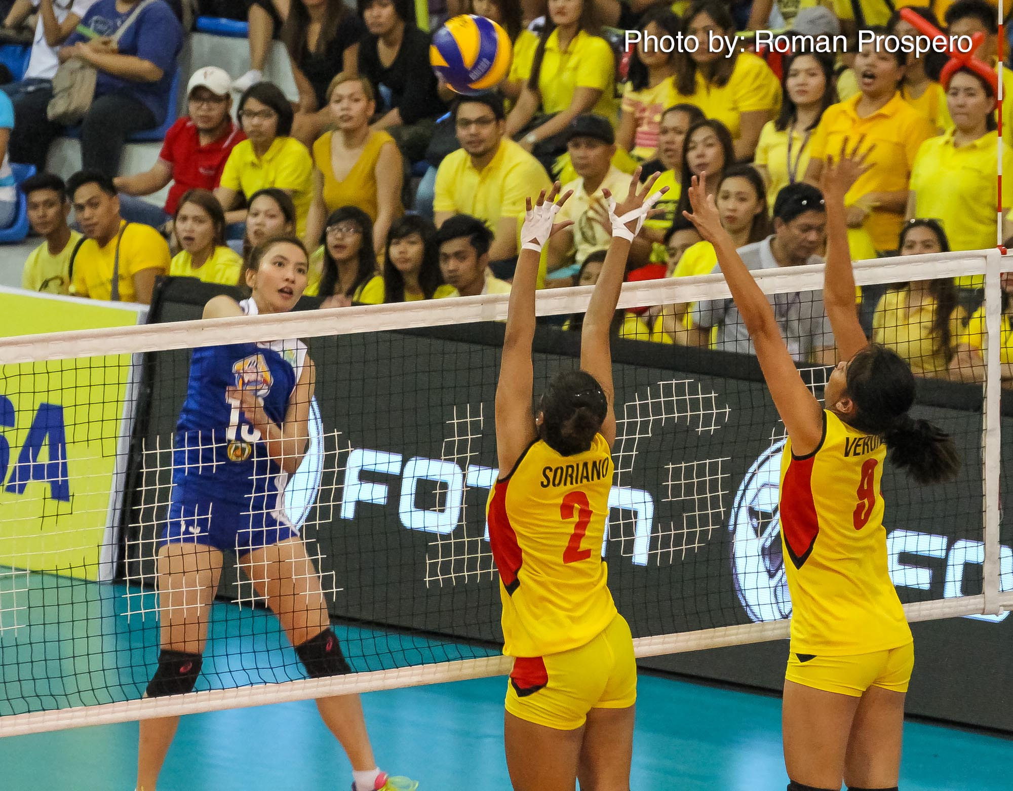 Tiebreaker Times RC Cola Army derails F2 Logistics, goes 2-0 News PSL Volleyball  Royse Tubino RC Cola Army Lady Troopers Rachel Anne Daquis Pau Soriano Lilet Mabbayad Jovelyn Gonzaga F2 Logistics Cargo Movers Aby Marano 2016 PSL Invitational Cup