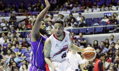 Tiebreaker Times Edwards impresses in PBA debut as Alaska snatches win from Talk 'N Text Basketball News PBA  Vic Manuel Talk N Text Tropang Texters Shane Edwards RJ Jazul Ranidel De Ocampo PBA Season 41 Matt Ganuelas-Rosser Jong Uichico David Simon Alex Compton Alaska Aces 2016 PBA Commissioners Cup