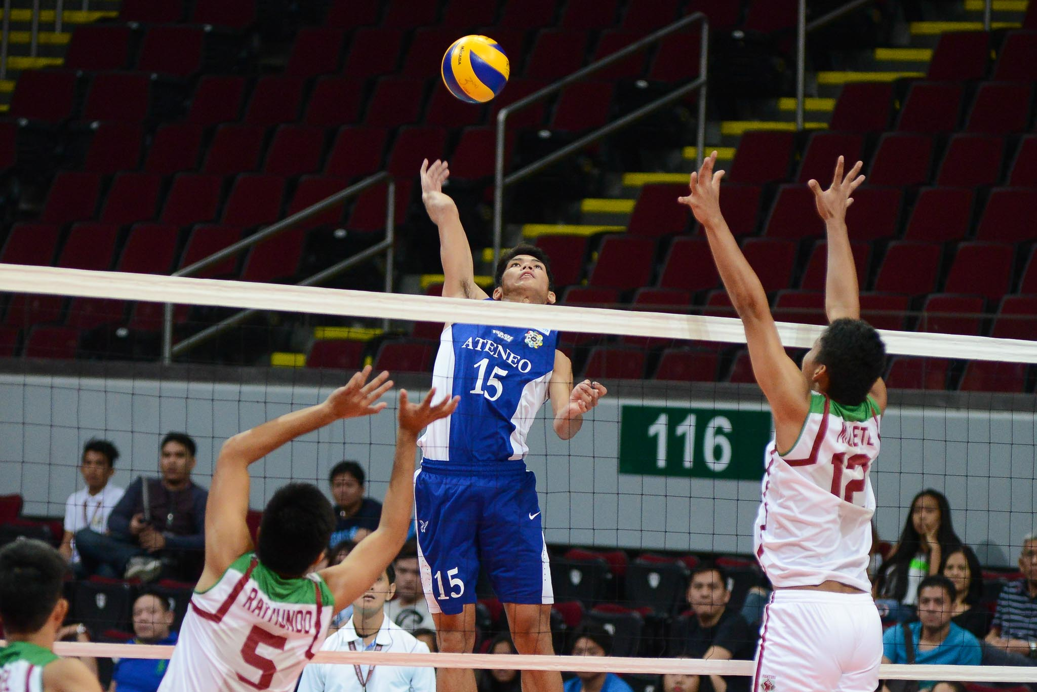Philippine Sports News - Tiebreaker Times Ateneo ends UP's streak, breezes to fourth win ADMU News UAAP UP Volleyball  Ysay Marasigan Wendel Miguel UP Men's Volleyball Team UAAP Season 78 Men's Volleyball UAAP Season 78 Oliver Almadro Mark Millete Marck Espejo Josh Villanueva Ateneo Men's Volleyball Team