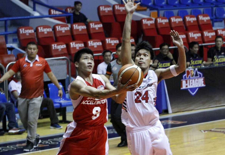 Philippine Sports News - Tiebreaker Times Daquioag finally blends in with Phoenix-FEU Basketball FEU News PBA D-League  Phoenix-FEU Fuel Accelerators Ed Daquioag 2016 PBA D-League Season 2016 PBA D-League Aspirants Cup