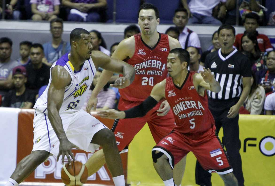 Philippine Sports News - Tiebreaker Times Simon's 30 lifts Tropang TNT over Ginebra Basketball News PBA  Troy Rosario Tim Cone Talk N Text Tropang Texters Othyus Jeffers Mo Tautuaa Jong Uichico Japeth Aguilar Greg Slaughter David Simon Barangay Ginebra San Miguel