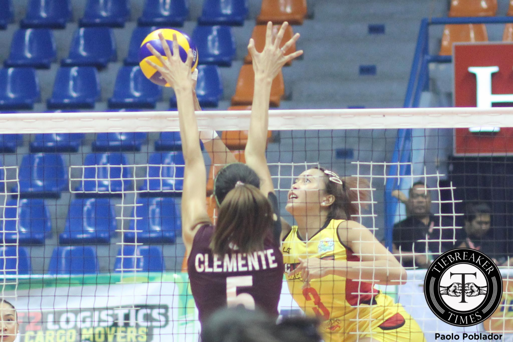 Philippine Sports News - Tiebreaker Times F2 Logistics eliminates resilient New San Jose for third win News PSL Volleyball  New San Jose Builders Victorias Maribeth Lara Lourdes Clemente Lilet Mabbayad Jamela Suyat F2 Logistics Cargo Movers Danika Gendrauli Aby Marano 2016 PSL Invitational Cup