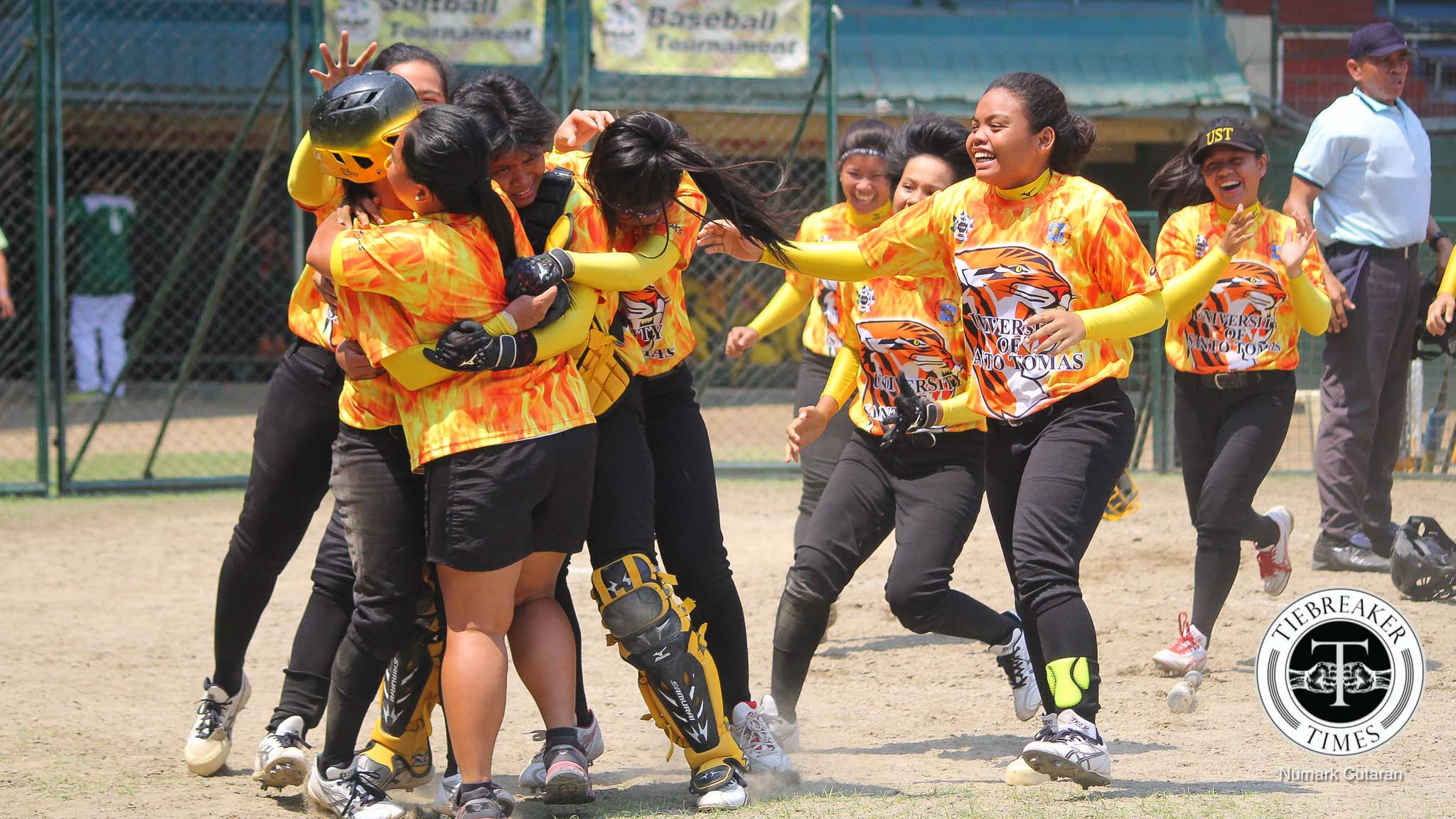 Tiebreaker Times Roa walk-off extends series to do-or-die Game 3 AdU News Softball UAAP UST  UST Tiger Softbelles UAAP Season 78 Softball UAAP Season 78 Sandy Barredo Queeny Sabobo Mary Louise Garde Kristine Lacupa Gelyn Lamata CJ Roa Annalie Benjamen Ann Antolihao Ana Santiago Adamson Softball