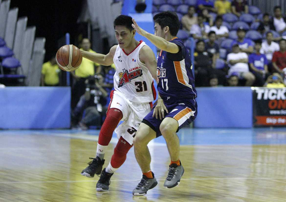 Tiebreaker Times Alaska squeaks past Meralco to take Game One Basketball News PBA  RJ Jazul Reynel Hugnatan PBA Season 41 Norman Black Meralco Bolts Jared Dillinger Cyrus Baguio Cliff Hodge Calvin Abueva Alex Compton Alaska Aces 2016 PBA Commissioners Cup