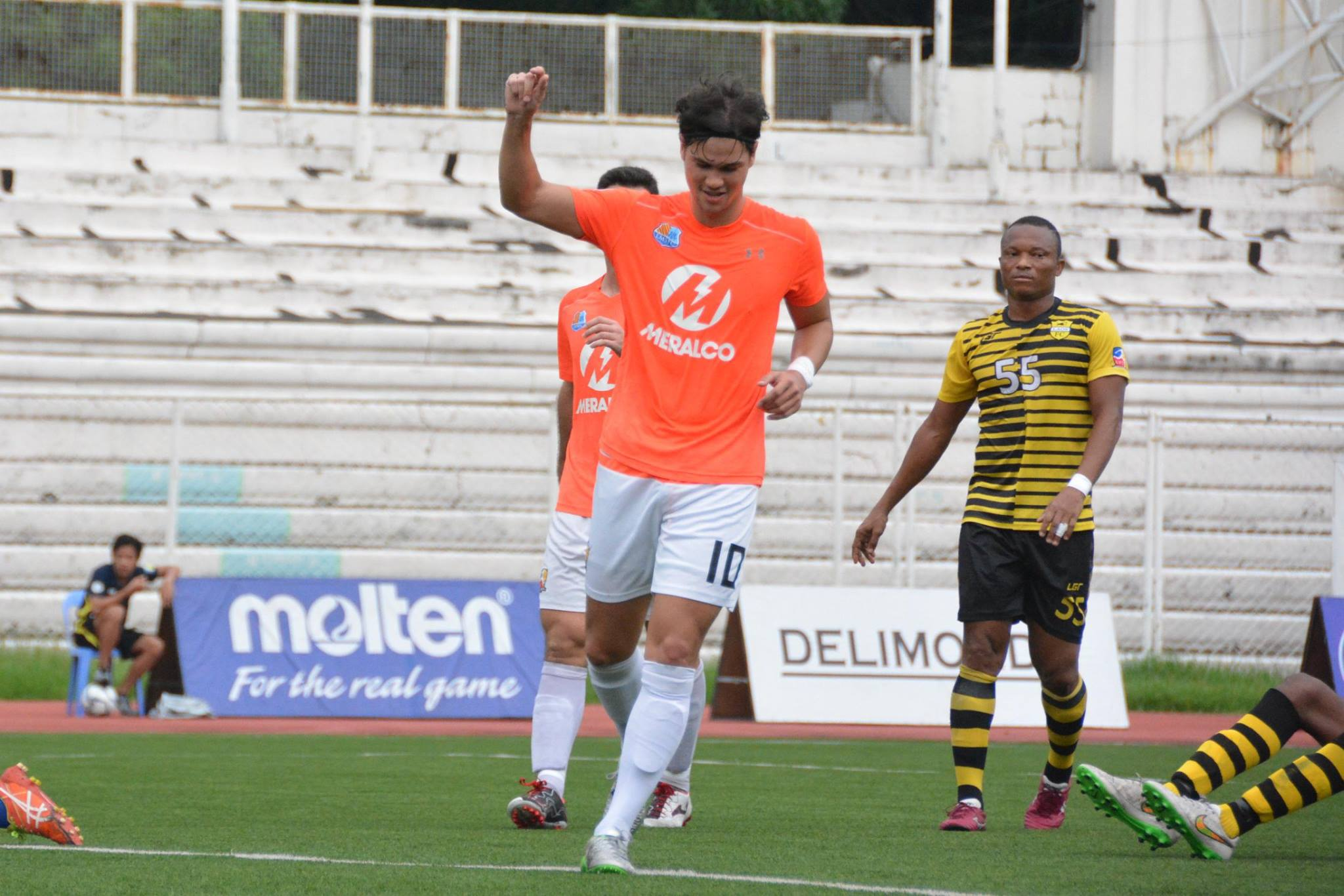 Tiebreaker Times Sparks fly to third with demolition of Laos FC Football News UFL  Tommy Trigo Simon McMenemy Phil Younghusband Loyola Meralco Sparks FC James Younghusband 2016 UFL League