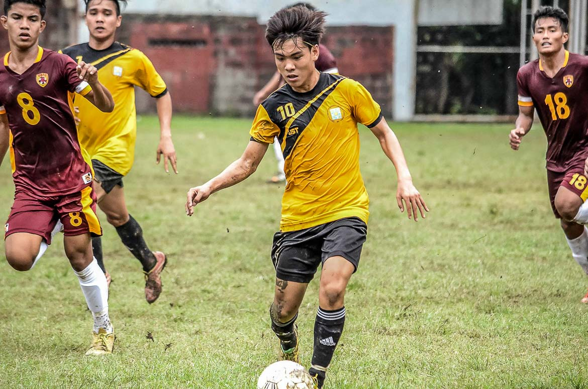 Philippine Sports News - Tiebreaker Times Ateneo, UST off to positive start in Ang Liga Football News  UST Golden Booters Ateneo de Manila Men's Football Team Ang Liga