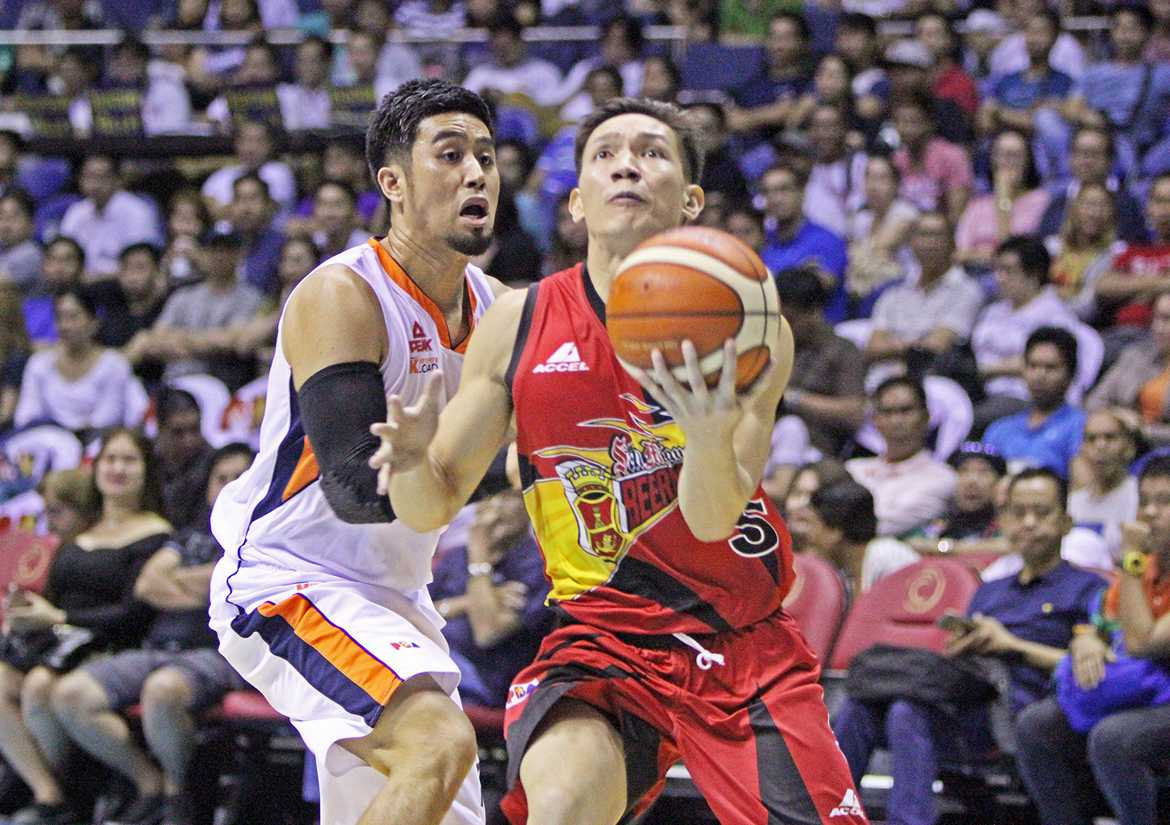 Tiebreaker Times SMB squeaks past Meralco in high-fueled joust Basketball News PBA  San Miguel Beermen PBA Season 41 Norman Black Mike Singletary Meralco Bolts Leo Austria June Mar Fajardo Jimmy Alapag Chris Newsome Allen Durham Alex Cabagnot 2016 PBA Governors Cup