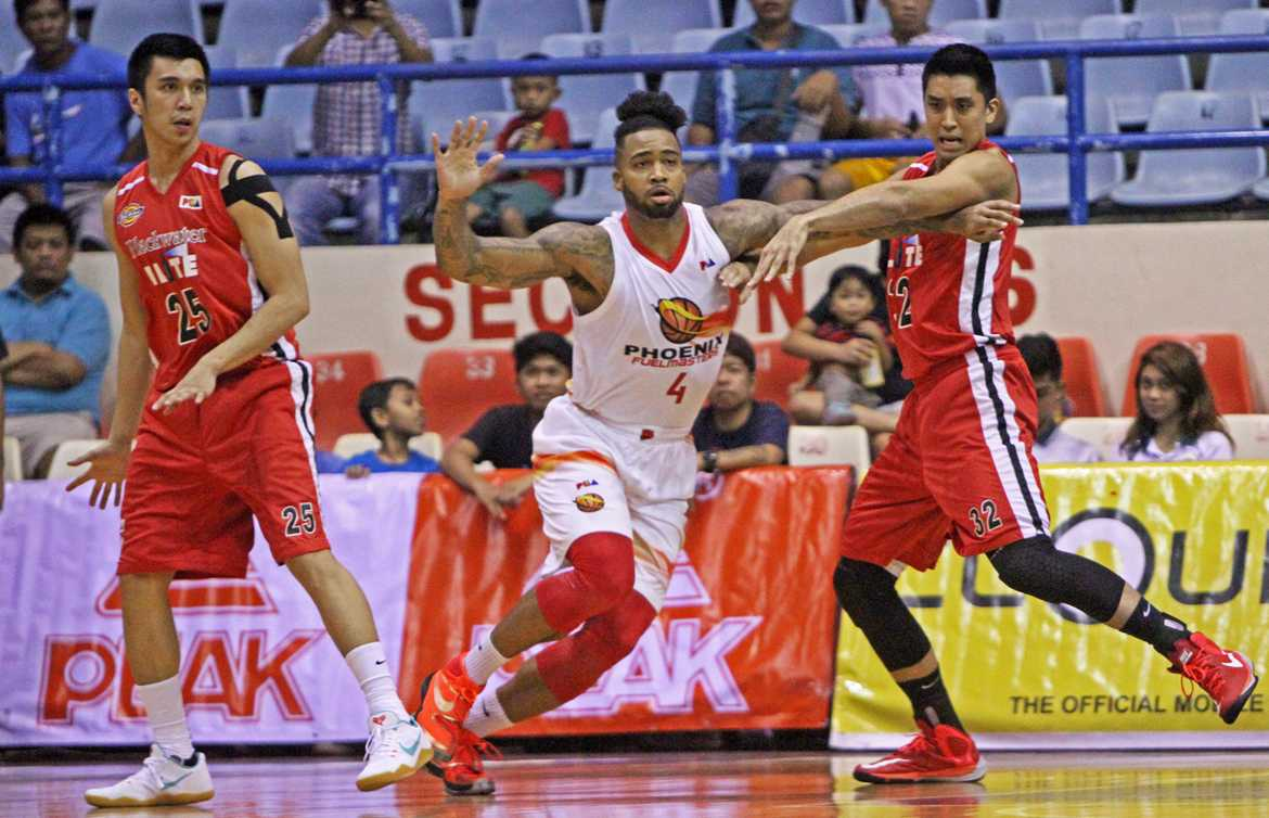 Tiebreaker Times Phelps double-double leads Phoenix in ending Blackwater's playoff hopes Basketball News PBA  Simon Enciso Phoenix Fuel Masters PBA Season 41 Mark Borboran Leo Isaac Keala King Eugene Phelps Carlo Lastimosa Blackwater Elite Art dela Cruz Ariel Vanguardia 2016 PBA Governors Cup