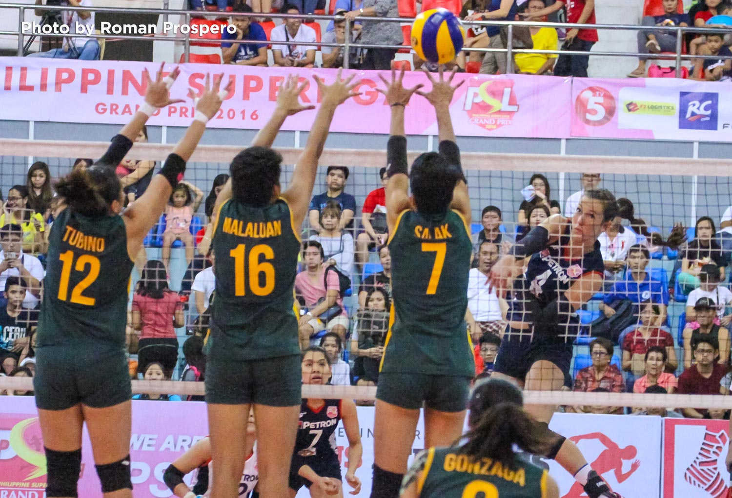 Tiebreaker Times Niemer shows might as Petron overpowers RC Cola Army PSL Sports Volleyball  Stephanie Niemer Serena Warner Royse Tubino RC Cola Army Lady Troopers Petron Tri-activ Spikers Jovelyn Gonzaga Hailie Ripley Aiza Maizo-Pontillas 2016 PSL Grand Prix
