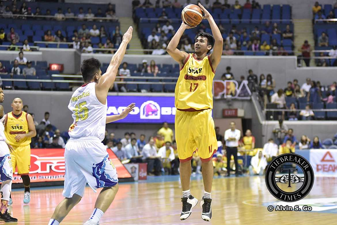 Tiebreaker Times VIDEO: Ramos rushed to ER after crash with Rhodes Basketball News PBA  Star Hotshots PBA Season 42 Aldrech Ramos 2017 PBA Commissioners Cup