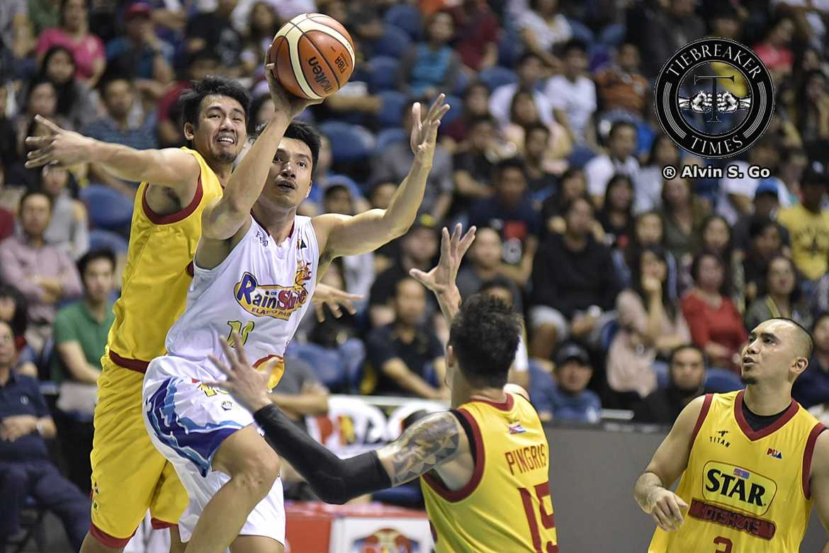 Philippine Sports News - Tiebreaker Times Sentimental James Yap relieved to finally reach 10K Basketball News PBA  Star Hotshots Rain or Shine Elasto Painters PBA Season 42 James Yap 2017 PBA Governors Cup