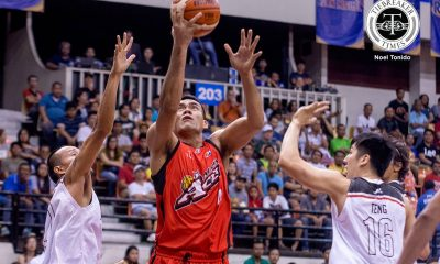 Tiebreaker Times Alaska earns pivotal win with drubbing of Mahindra Basketball News PBA  Vic Manuel Russel Escoto PBA Season 42 Mahindra Floodbuster JVee Casio Joseph Eriobu Chris Gavina Alex Mallari Alex Compton Alaska Aces 2016-17 PBA All Filipino Conference
