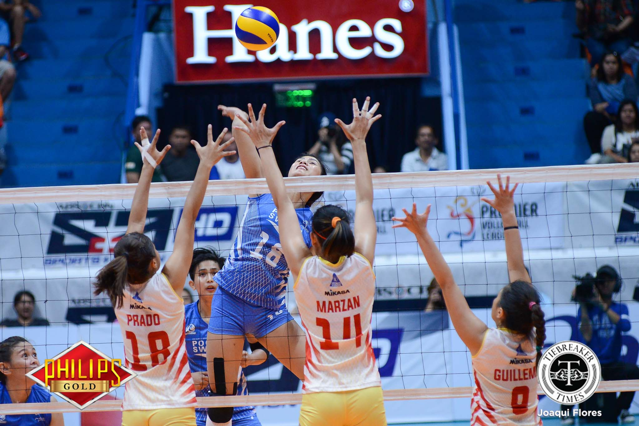 Philippine Sports News - Tiebreaker Times Pocari Sweat dodges Power Smashers upset axe to remain unscathed News PVL Volleyball  Rico De Guzman Regine Arocha Power Smashers Pocari Sweat Lady Warriors Nes Pamilar Myla Pablo Melissa Gohing Mary Pacres Jeanette Panaga Gyzelle Sy 2017 PVL Women's Open Conference 2017 PVL Season