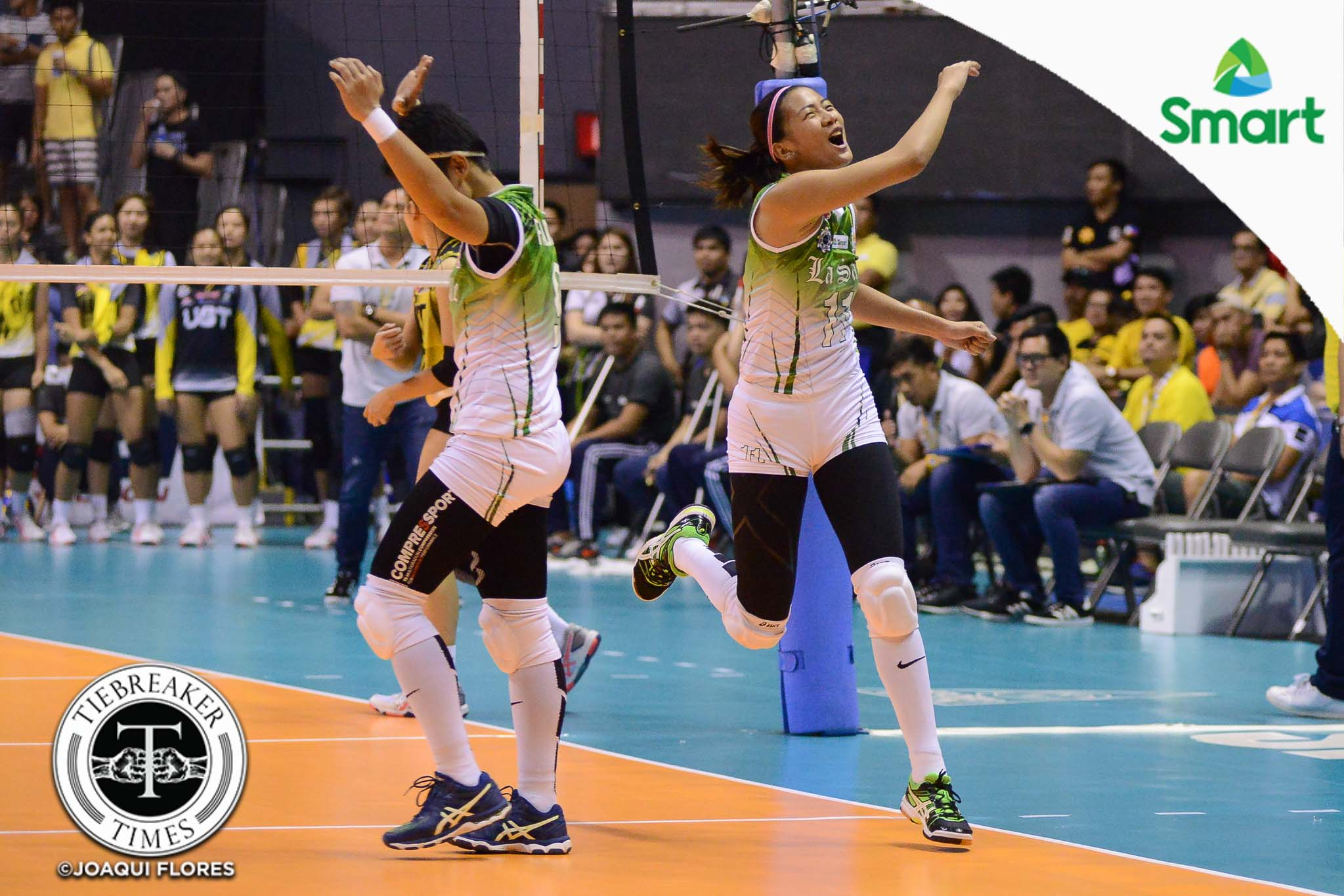 Philippine Sports News - Tiebreaker Times La Salle barges into ninth straight Finals, douses UST DLSU News UAAP UST Volleyball  UST Women's Volleyball UAAP Season 79 Women's Volleyball UAAP Season 79 Tine Tiamzon Ria Meneses Ramil De Jesus Majoy Baron Kungfu Reyes Kim Fajardo Kim Dy EJ Laure DLSU Women's Volleyball Dawn Macandili Cherry Rondina