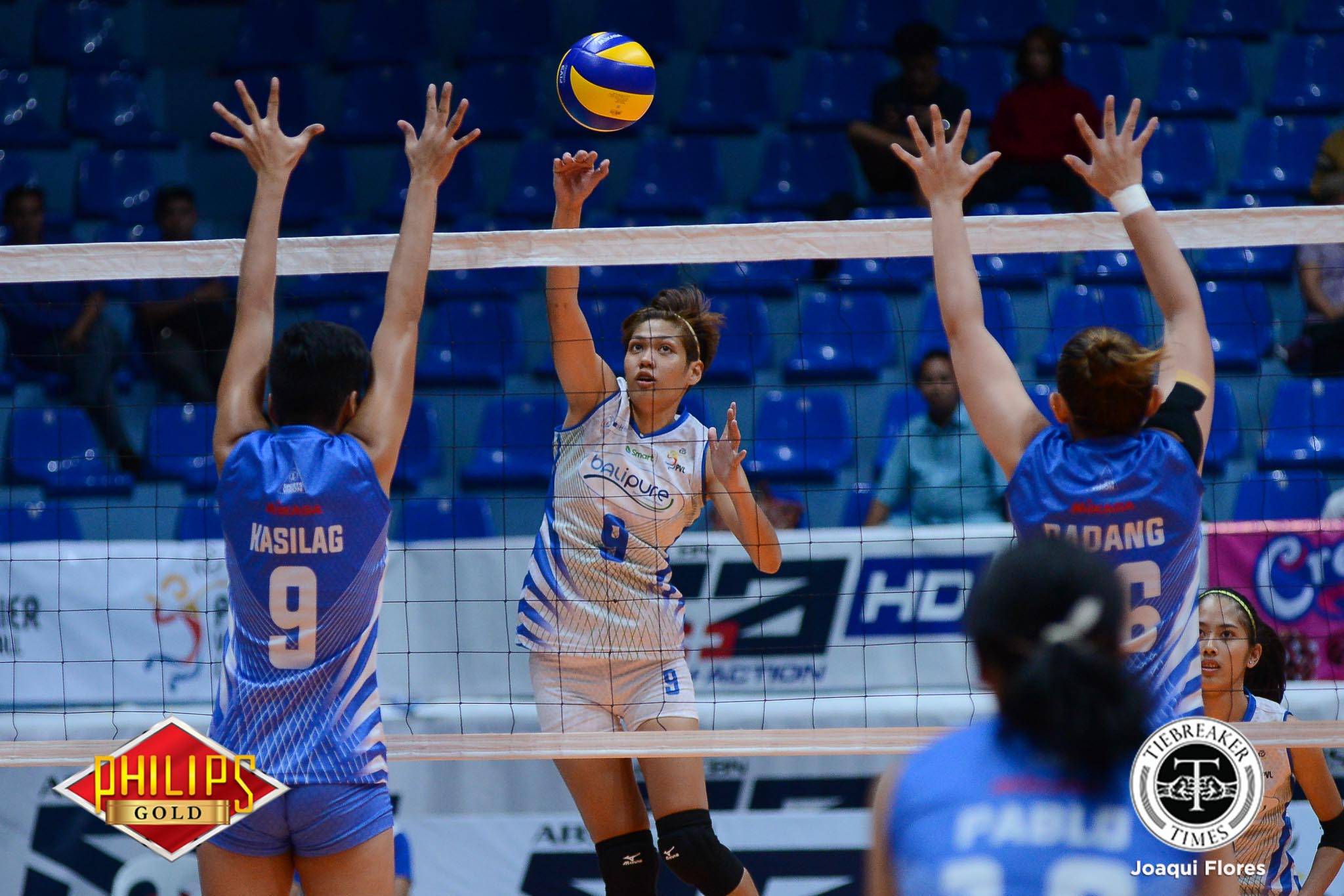 Philippine Sports News - Tiebreaker Times Bali Pure draws first blood in dominant Game One showing News PVL Volleyball  Roger Gorayeb Rico De Guzman Pocari Sweat Lady Warriors Lizlee Ann Gata-Pantone Jerrili Malabanan Grethcel Soltones Elaine Kasilag Bali Pure Purest Water Defenders Angelica Cayuna Aiko Urdas 2017 PVL Women's Open Conference 2017 PVL Season
