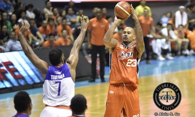 Tiebreaker Times Nabong's heroics saves Meralco's season Basketball News PBA  PBA Season 42 Meralco Bolts Kelly Nabong 2017 PBA Commissioners Cup