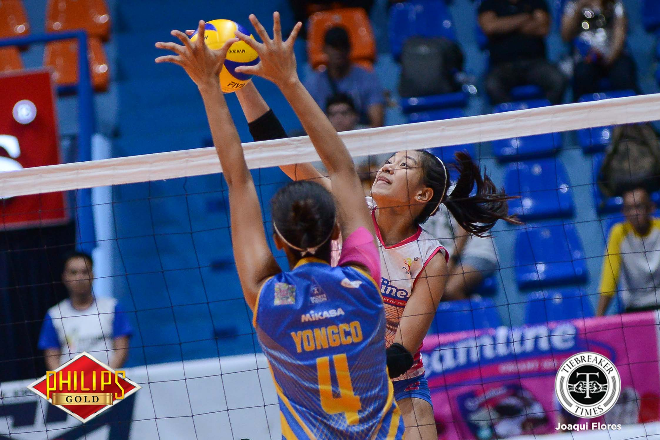 Tiebreaker Times Creamline sweeps Air Force to barge into semis News PVL Volleyball  Oliver Almadro Kuttika Kaewpin Jasper Jimenez Iari Yongco Creamline Cool Smashers Cesca Racraquin Alyssa Valdez Alex Cabanos Air Force Jet Spikers 2017 PVL Women's Reinforced Conference 2017 PVL Season