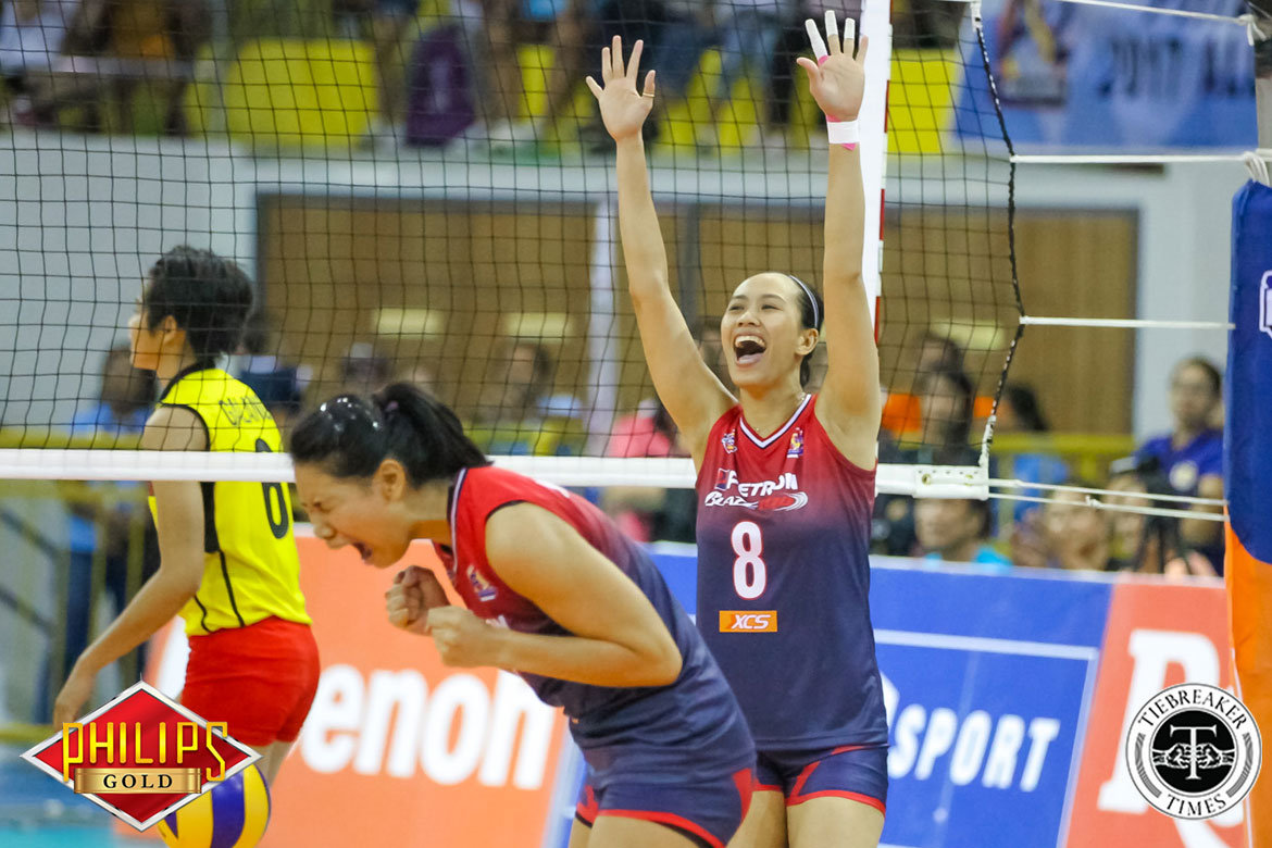Tiebreaker Times Petron closes in on regaining All-Filipino crown News PSL Volleyball  Shaq delos Santos Rhea Dimaculangan Ramil De Jesus Petron Blaze Spikers Kianna Dy F2 Logistics Cargo Movers Desiree Cheng Ces Molina Bernadeth Pons Bang Pineda 2017 PSL Season 2017 PSL All Filipino Conference