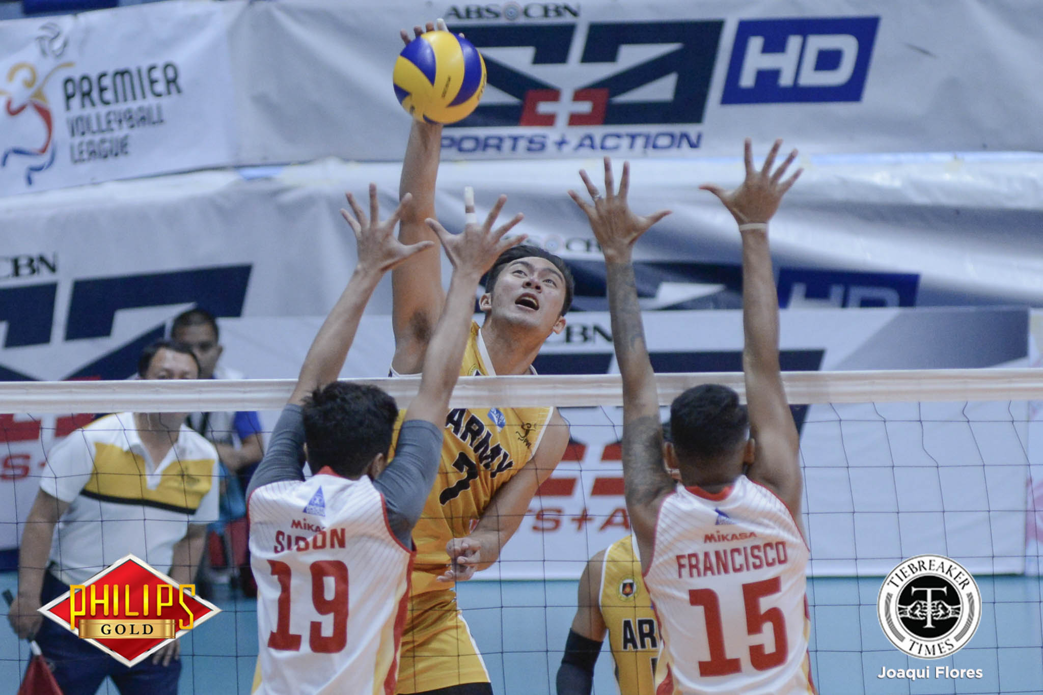Tiebreaker Times Army rolls past Cafe Lupe to even slate News PVL Volleyball  Timothy Tajanlangit Romnick Rico Rod Palmero Rico De Guzman Philippine Army Troopers John Millete Jayvee Sumagaysay Cafe Lupe Sunrisers 2017 PVL Season 2017 PVL Men's Open Conference