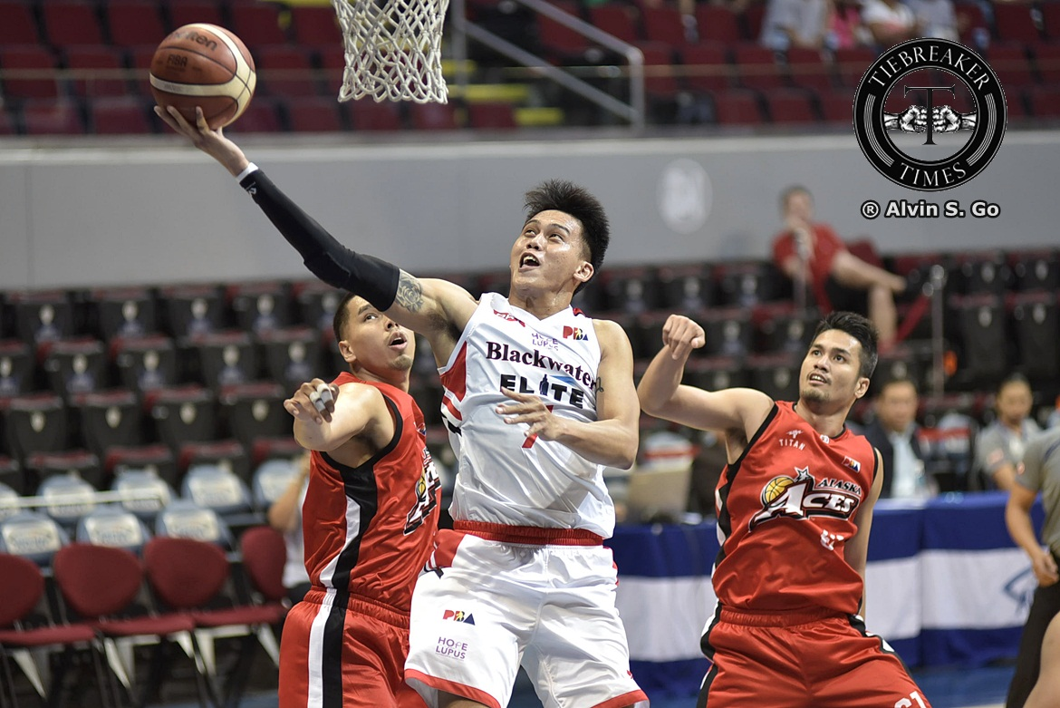 Philippine Sports News - Tiebreaker Times Erram, Gamalinda fulfill roles, leads Blackwater to franchise-best streak Basketball News PBA  PBA Season 42 Leo Isaac JP Erram Blackwater Elite Bam Gamalinda 2017 PBA Governors Cup