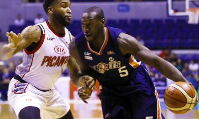 Tiebreaker Times Durham triple-double sparks Meralco against KIA for fourth straight win Basketball News PBA  Reden Celda PBA Season 42 Norman Black Meralco Bolts Markeith Cummings Kia Picanto Glenn Khobuntin Garvo Lanete Chris Newsome Chris Gavina Baser Amer Allen Durham 2017 PBA Governors Cup