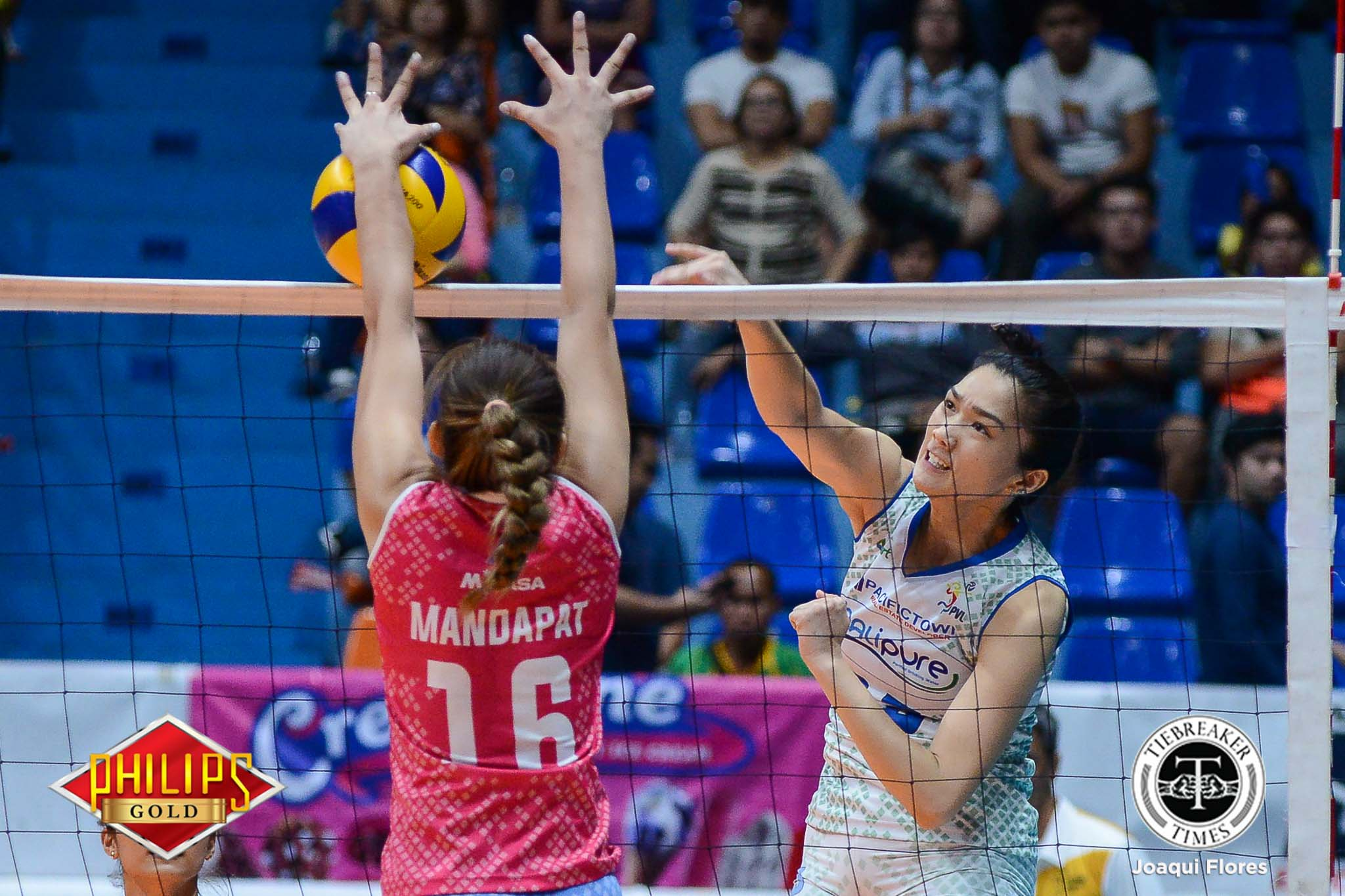 Philippine Sports News - Tiebreaker Times Bali Pure sets up Finals rematch against Pocari Sweat News PVL Volleyball  Roger Gorayeb Pau Soriano Oliver Almadro Lizlee Ann Gata-Pantone Jerrili Malabanan Jasmin Urdas Grethcel Soltones Creamline Cool Smashers Bali Pure Purest Water Defenders Aiko Urdas 2017 PVL Women's Open Conference 2017 PVL Season