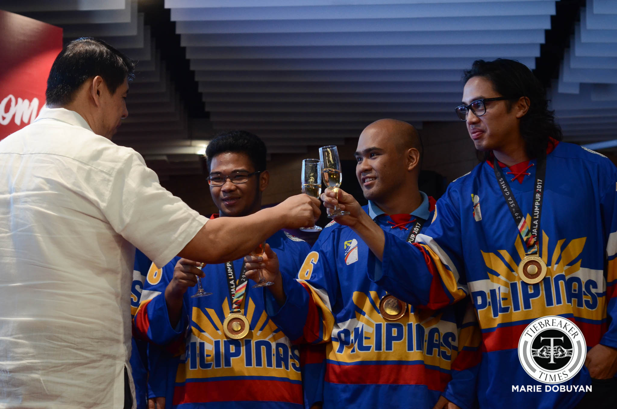 Philippine Sports News - Tiebreaker Times Tough ordeals make historic gold worth it for Ice Hockey Team 2017 SEA Games Ice Hockey News  Paul Gabriel Sanchez John Steven Fuglister 2017 SEA Games - Ice Hockey