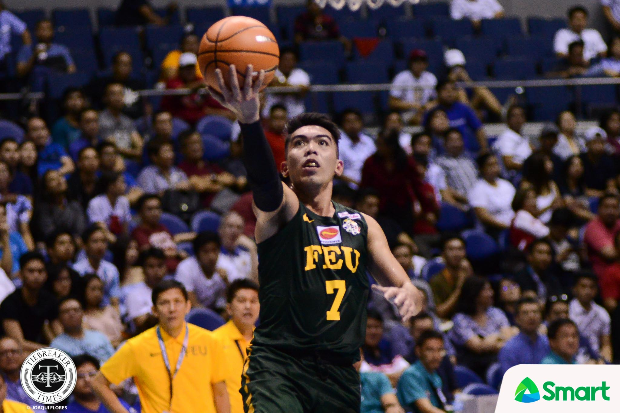 Philippine Sports News - Tiebreaker Times Ron Dennison shows entire repertoire in last year of duty Basketball FEU News UAAP  UAAP Season 80 Men's Basketball UAAP Season 80 Ron Dennison Olsen Racela FEU Men's Basketball