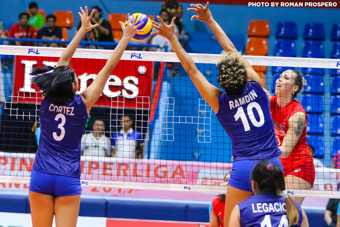 Philippine Sports News - Tiebreaker Times Petron displays depth in dominant debut against Generika-Ayala News PSL Volleyball  Yuri Fukuda Shaq delos Santos Petron Blaze Spikers Lindsay Stalzer Katarina Pilepic Hillary Hurley Generika Drugstore Lifesavers Francis Vicente Darlene Ramdin April Hingpit 2017 PSL Season 2017 PSL Grand Prix