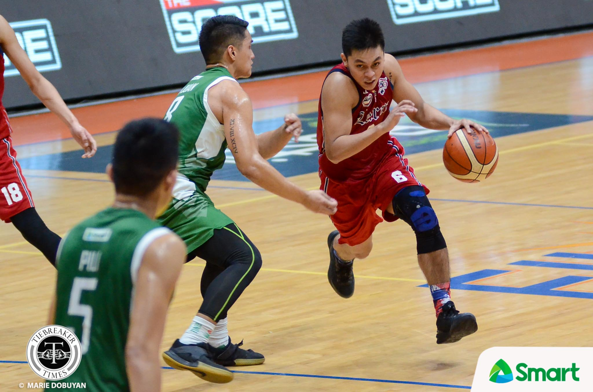 Philippine Sports News - Tiebreaker Times Rey Nambatac saves Letran's season, forces tie with Arellano Basketball CSB CSJL NCAA News  TY Tang Rey Nambatac NCAA Season 93 Seniors Basketball NCAA Season 93 Letran Seniors Basketball JP Calvo Jerrick Balanza Jeo Ambohot Jeff Napa Eric Pili Clement Leutche Benilde Seniors Basketball