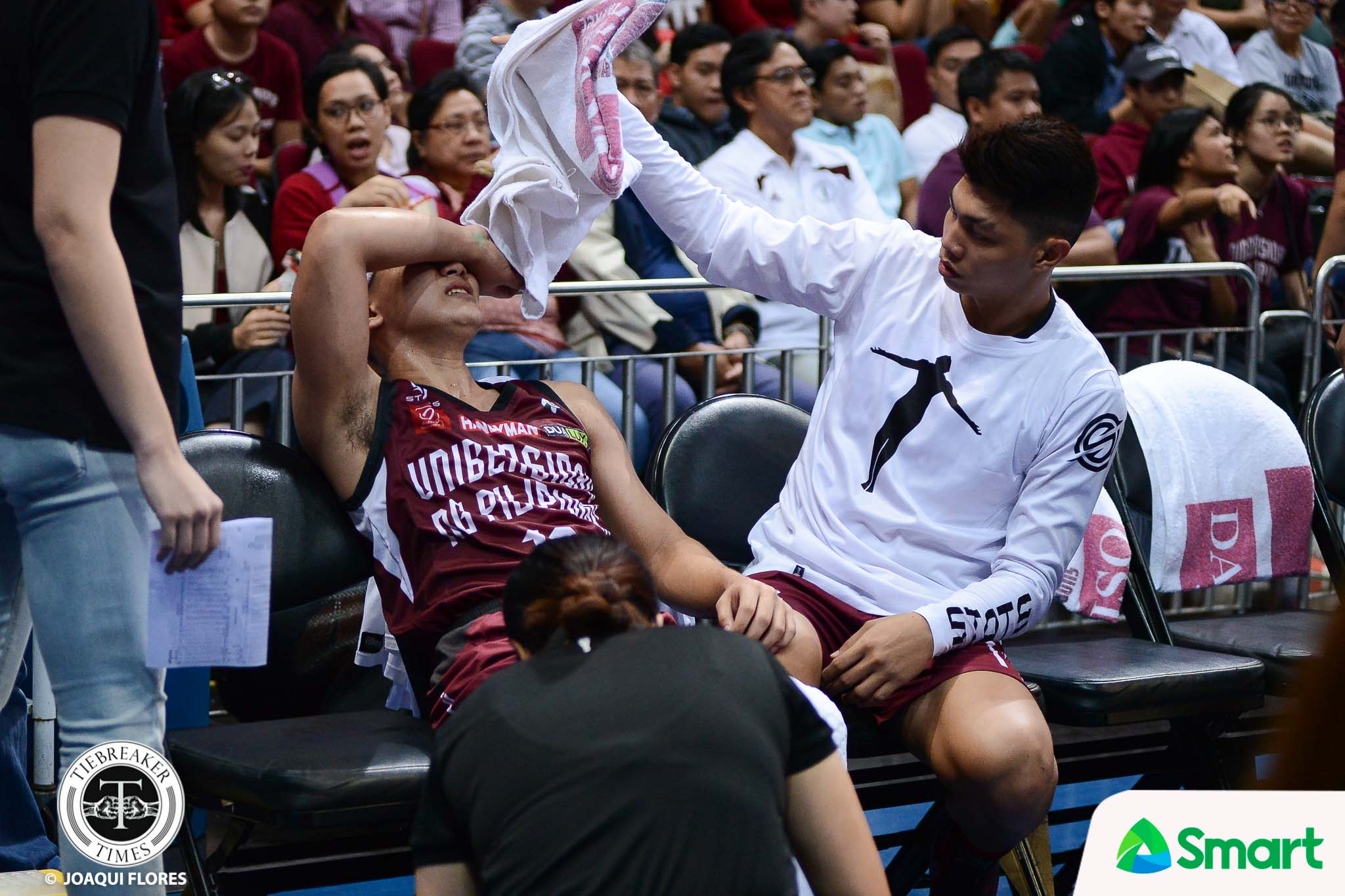 Philippine Sports News - Tiebreaker Times Ailing Jun Manzo tried to get back for UP Basketball News UAAP UP  UP Men's Basketball UAAP Season 80 Men's Basketball UAAP Season 80 Jun Manzo Issa Gaye