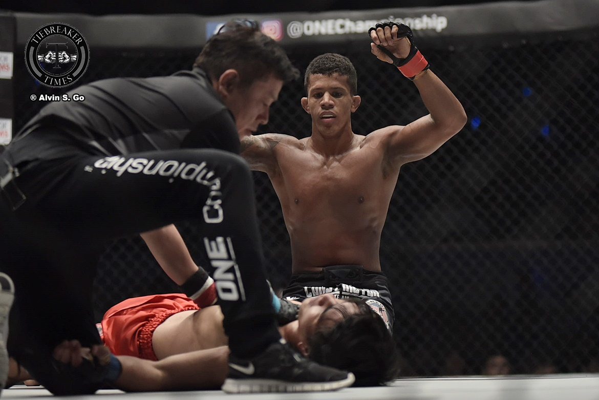 Philippine Sports News - Tiebreaker Times Adriano Moraes outclasses Danny Kingad to retain ONE Flyweight crown Mixed Martial Arts News ONE Championship  Team Lakay ONE: Legends of the World Danny Kingad Adriano Moraes
