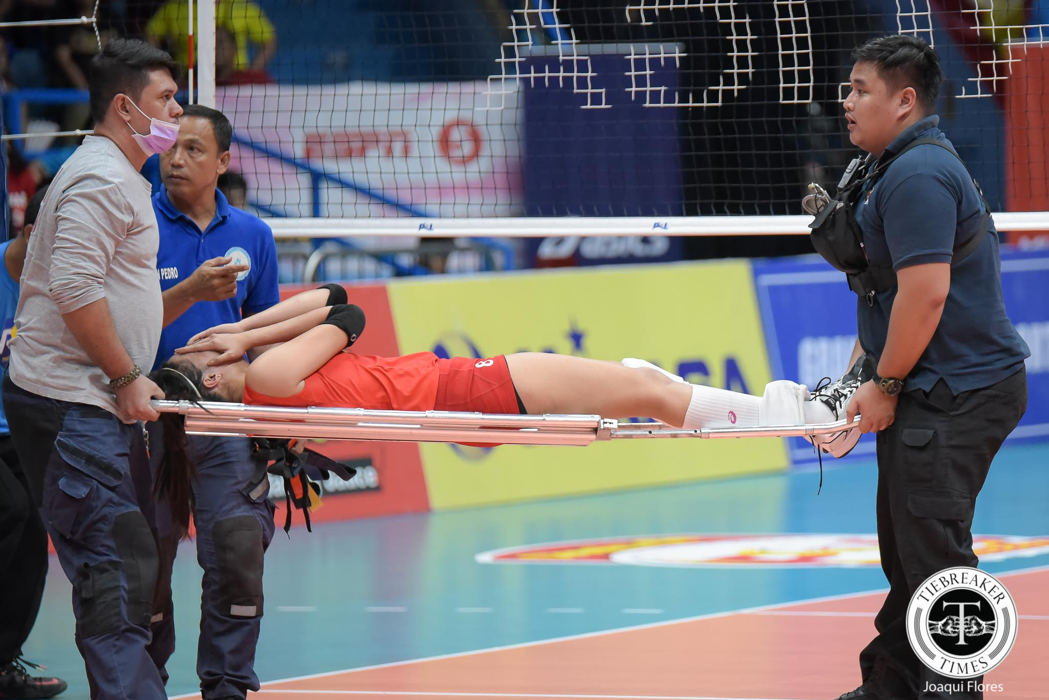 Philippine Sports News - Tiebreaker Times Jovelyn Gonzaga suffers right knee injury News PSL Volleyball  Jovelyn Gonzaga Cignal HD Spikers Chooks-to-Go 2017 PSL Season 2017 PSL Grand Prix