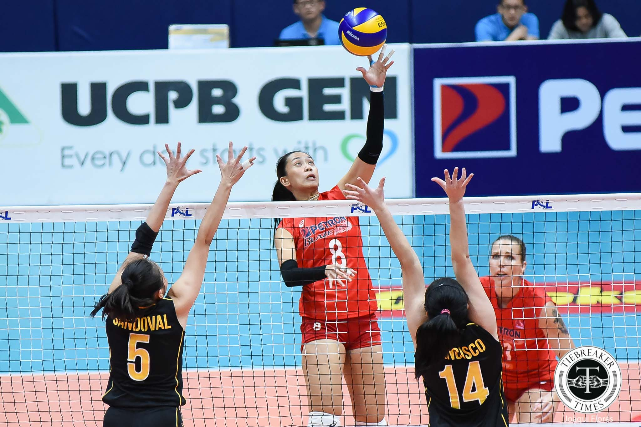 Philippine Sports News - Tiebreaker Times Petron washes off first loss, whips UST News PSL UST Volleyball  Yuri Fukuda Yukie Inamasu Victoria Sports-UST Tigresses UST Women's Volleyball Shaq delos Santos Rhea Dimaculangan Remy Palma Petron Blaze Spikers Paul Jan Dolorias Mary Pacres Chooks-to-Go Aiza Maizo-Pontillas 2017 PSL Season 2017 PSL Grand Prix