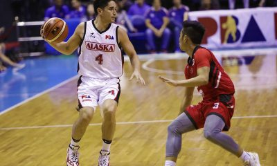 Tiebreaker Times Calvin Abueva-less Alaska holds off Blackwater for 4th straight win Basketball News PBA  Vic Manuel Roi Sumang PBA Season 43 Mike DiGregorio Mac Belo Kevin Racal JP Erram Jeron Teng Chris Banchero Blackwater Elite Alex Compton Alaska Aces 2017-18 PBA Philippine Cup