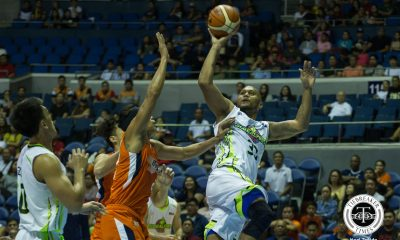 Tiebreaker Times Kelly Nabong exacts vengeance, Jonathan Grey sparks as Globalport romps Meralco Basketball News PBA  Stanley Pringle Sean Anthony Reynel Hugnatan Pido Jarencio PBA Season 43 Norman Black Mike Tolomia Meralco Bolts Mac Baracael Kelly Nabong Jonathan Grey Globalport Batang Pier Chris Newsome 2017-18 PBA Philippine Cup