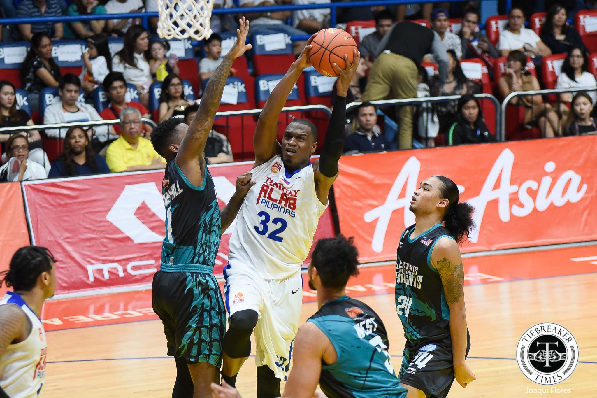 Philippine Sports News - Tiebreaker Times Justin Brownlee, Renaldo Balkman lift Alab to first home win ABL Alab Pilipinas Basketball News  Westsports Malaysia Dragons Robby Celiz Renaldo Balkman Justin Brownlee Josh Urbiztondo Jimmy Alapag Christopher Thomas 2017-18 ABL Season