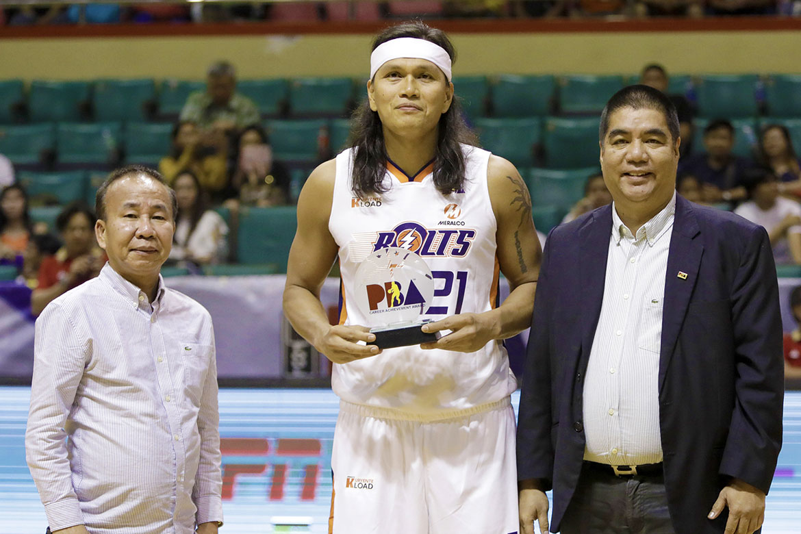 Tiebreaker Times Despite another loss, Reynel Hugnatan finds consolation in reaching 5K club Basketball News PBA  Reynel Hugnatan PBA Season 43 Meralco Bolts 2017-18 PBA Philippine Cup