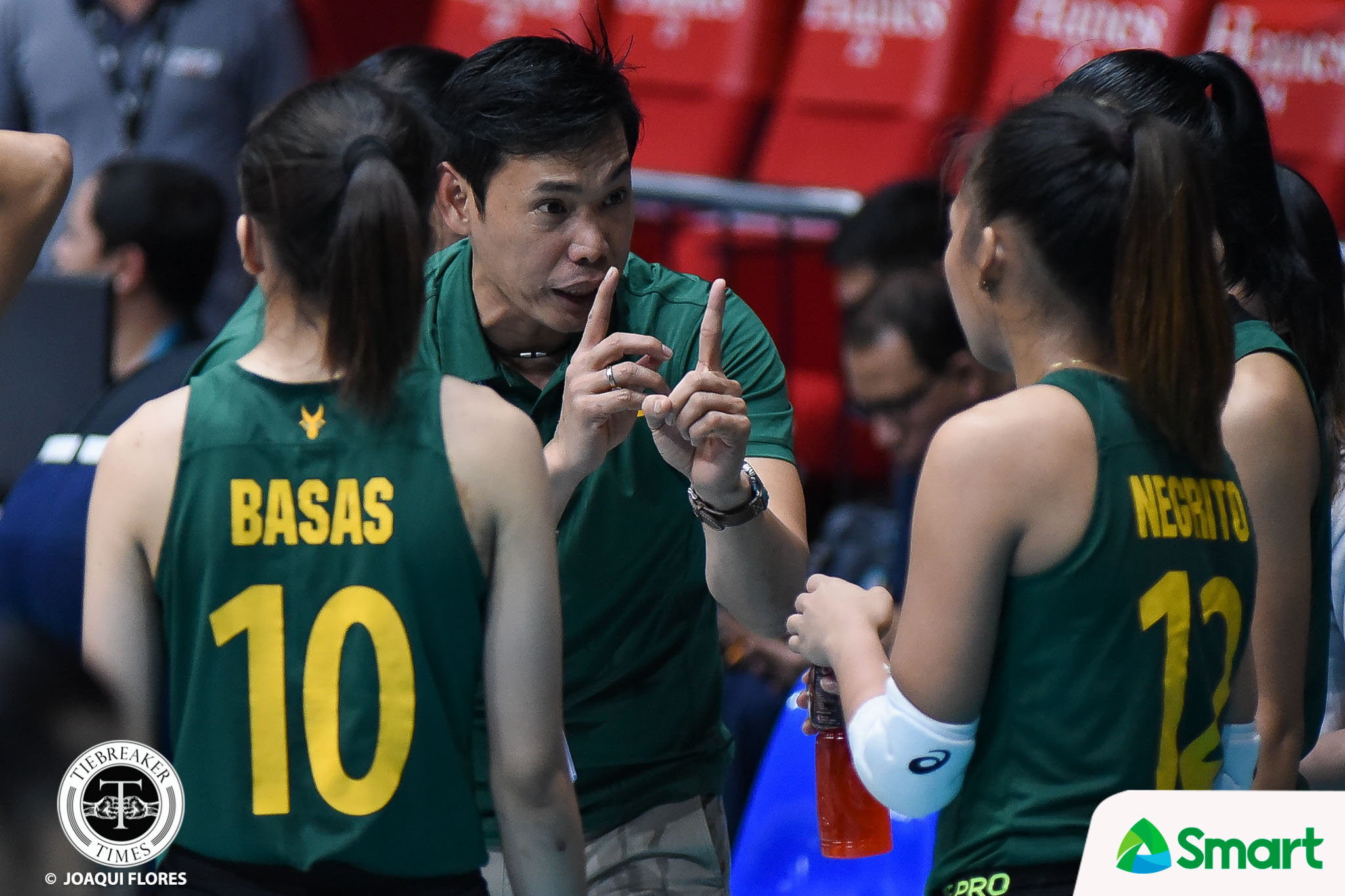 Tiebreaker Times George Pascua on seemingly choking himself: 'Out of nowhere yun' FEU News UAAP Volleyball  UAAP Season 80 Women's Volleyball UAAP Season 80 Philippine Sports News George Pascua FEU Women's Volleyball Bernadeth Pons