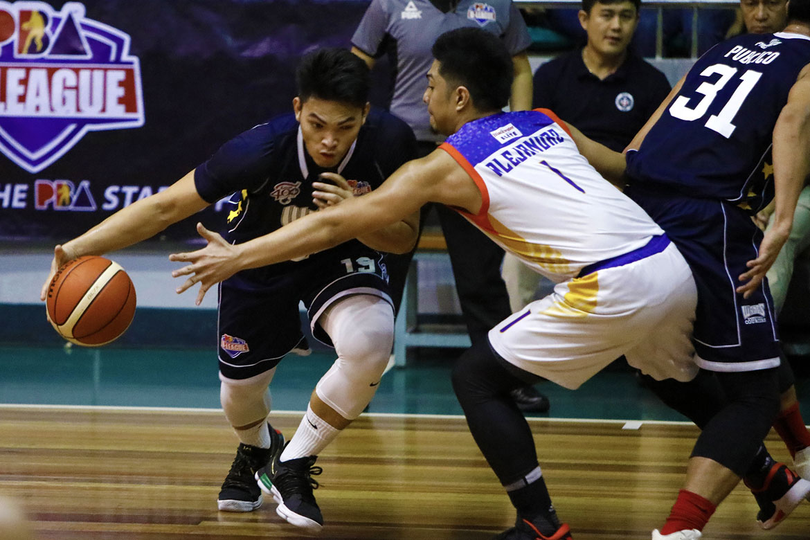 Philippine Sports News - Tiebreaker Times Bong Quinto, Wangs-Letran hold on against Go for Gold, spoil Paul Desiderio's debut Basketball News PBA D-League  Yankie Haruna Rey Publico Paul Desiderio Justin Gutang Jeff Napa J-Jay Alejandro Charles Tiu Bong Quinto Bonbon Batiller 2018 PBA D-League Season 2018 PBA D-League Aspirants Cup