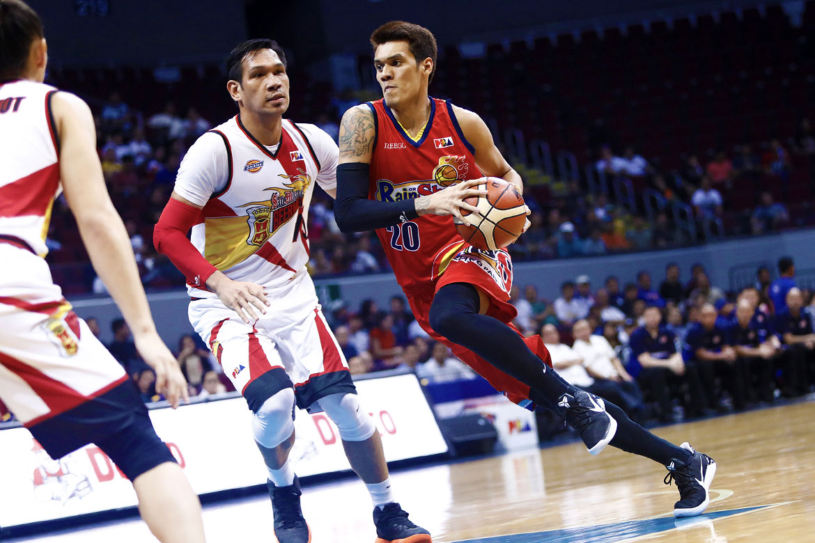 Tiebreaker Times James Yap out for two weeks; Raymond Almazan suffers hand injury Basketball News PBA  Raymond Almazan Rain or Shine Elasto Painters Philippine Sports News PBA Season 43 James Yap Chris Tiu Caloy Garcia Beau Belga 2017-18 PBA Philippine Cup