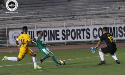 Philippine Sports News - Tiebreaker Times Jeremiah Bernaldez late goal propels La Salle past FEU in heated affair DLSU FEU Football News UAAP  UAAP Season 80 Men's Football UAAP Season 80 Park Bo Bae Paeng De Guzman Jeremiah Bernaldez Hans-Peter Smit FEU Men's Football DLSU Men's Football Dave Parac Arnel Amita