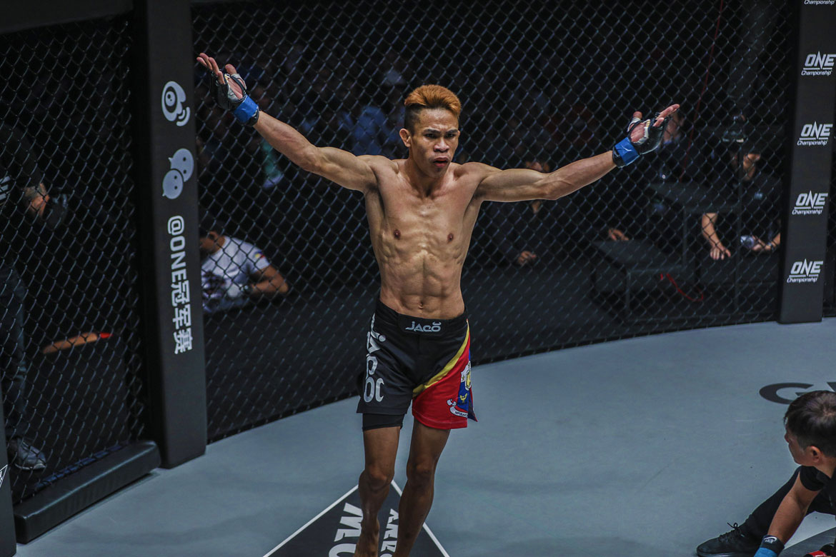 one-iron-will—Jeremy-Miado-defeats-Dejdamrong-Sor-Amnuaysirichoke