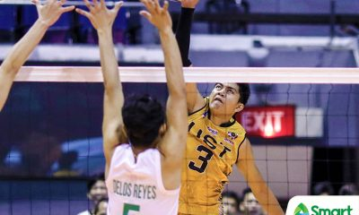 Philippine Sports News - Tiebreaker Times UST overpowers La Salle, stays in Final Four hunt DLSU News UAAP UST Volleyball  UST Men's Volleyball UAAP Season 80 Men's Volleyball UAAP Season 80 Timothy Tajanlangit Raymark Woo Odjie Mamon Norman Miguel MAnuel Medina Lester Sawal Joshua Umandal DLSU Men's Volleyball Arjay Onia