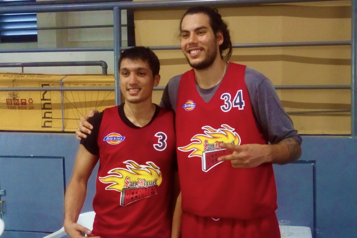 2018-pba-commissioners-cup—san-miguel-practice—christian-standhardinger-and-von-pessumal