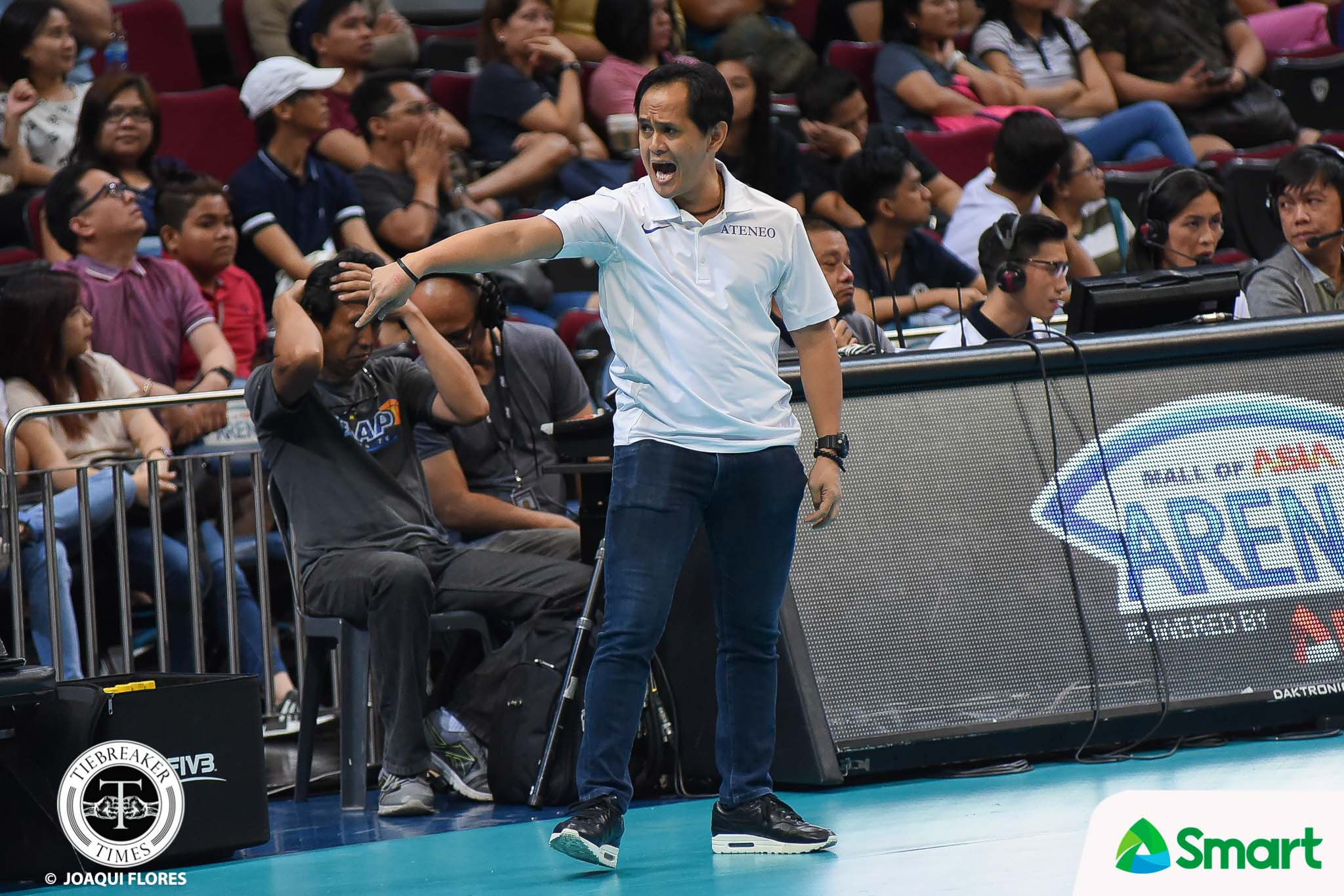Philippine Sports News - Tiebreaker Times Oliver Almadro deals with trespasser before big NU game ADMU News UAAP Volleyball  UAAP Season 80 Men's Volleyball UAAP Season 80 Oliver Almadro Ateneo Men's Volleyball
