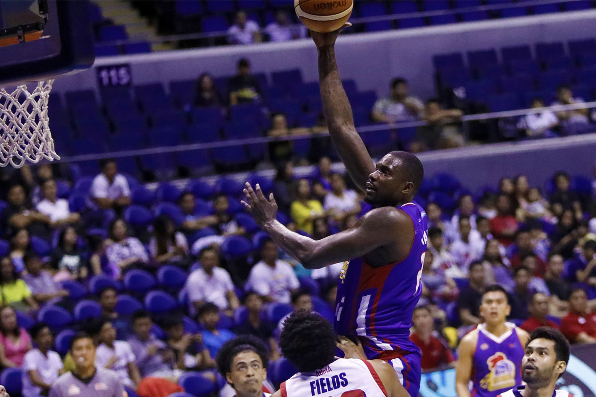Philippine Sports News - Tiebreaker Times Hotshots drub Dyip for second straight win Basketball News PBA  Vernon Macklin Ricky Dandan Rashawn McCarthy PBA Season 43 Paul Lee Mark Barroca Magnolia Hotshots John Fields III Jio Jalalon Jerramy King Ian Sangalang Columbian Dyip Chito Victolero Aldrech Ramos 2018 PBA Commissioners Cup